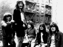 AC/DC, zleva Brian Johnson, Angus Young, Simon Wright, Malcolm Young, Cliff Williams, cca pol. 80. let